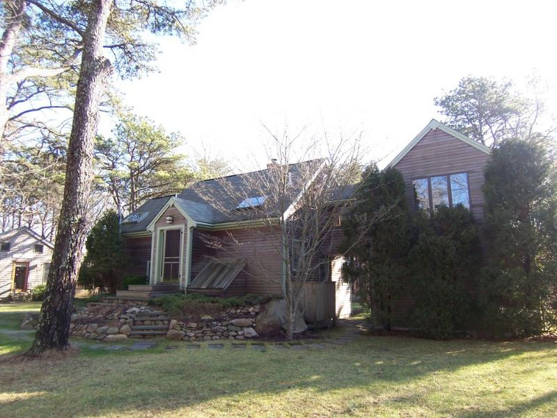 #1032 Located just 2 miles +/- from Sepiessa Point Beach - Image 1 - West Tisbury - rentals