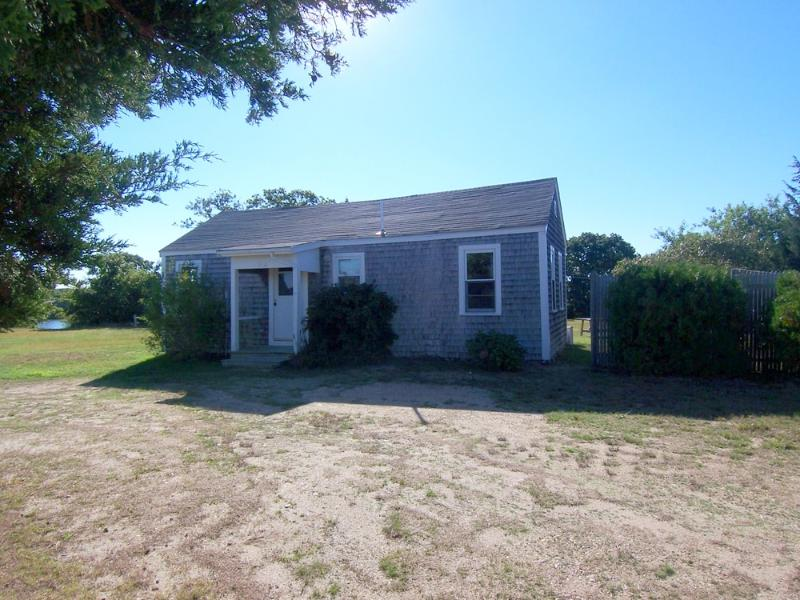 #1063 cozy cottage is located on Town Cove - Image 1 - West Tisbury - rentals