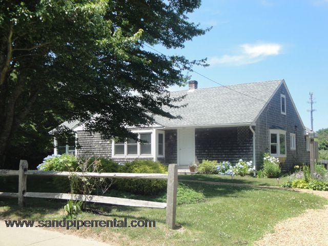 #7746 Lovely renovated home w/ large yard & A/C - Image 1 - Weston - rentals