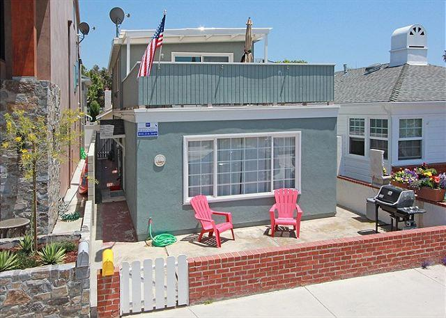Cozy Bayside Single Family Home! Walk to Balboa Pier! (68262) - Image 1 - Newport Beach - rentals