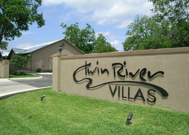 Twin River Villas Entrance - Family lodging that is near Schlitterbahn, Downtown, and the Comal... - New Braunfels - rentals