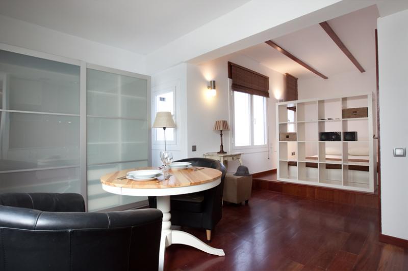 Living room - 3b0a8428-b42a-11e2-b9c0-b8ac6f94ad6a - World - rentals