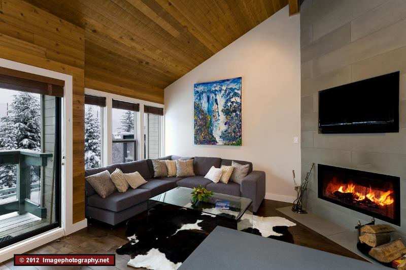 Living room - Telemark 25 - 4 bedroom, 2 mins from village/lifts - Whistler - rentals
