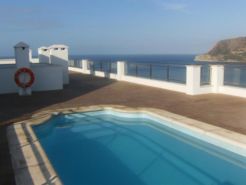 terraza comunitaria con piscina - Alquiler de apartamento nuevo ,amplio y limpio - Granada - rentals