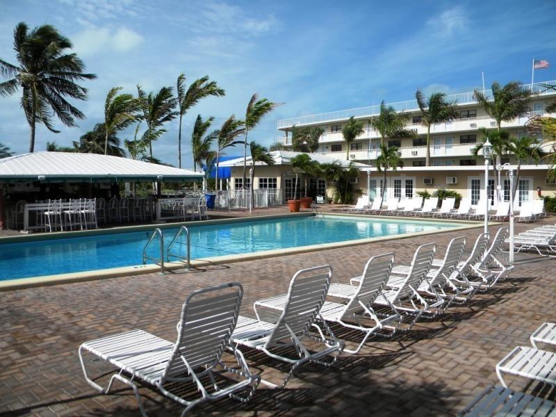 Pool & Tiki Bar - Wonderful condo with pool, tikibar, tennis & golf - Marathon - rentals