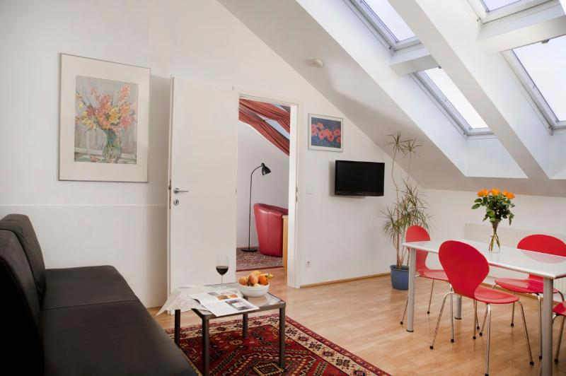 Living room with dining place - Comfortable flat Ap3 - Vienna - rentals