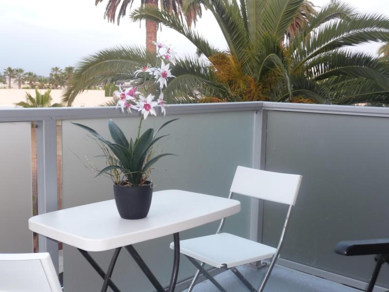 Enjoy your relaxing drink on the patio - APRIL SPECIAL Santa Monica Sunny 2 Beds 2 Bathrooms - Santa Monica - rentals