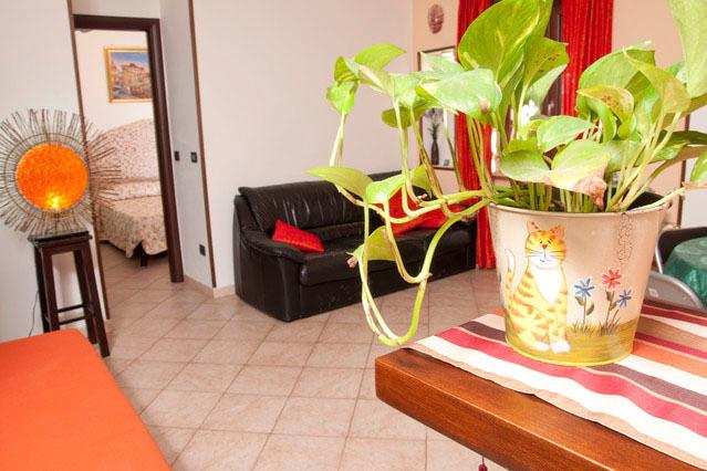 Renewed near Trastevere with balcony up to 6 pax - Image 1 - Rome - rentals