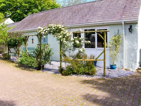 THE DUCK HOUSE, pet friendly, country holiday cottage, with a garden in - Image 1 - Haverfordwest - rentals