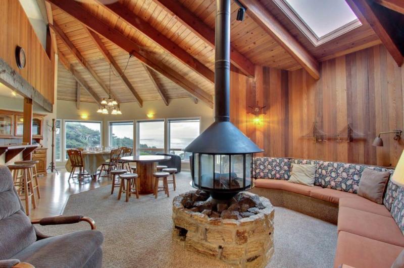 Unique oceanfront home w/ gorgeous ocean views & private sauna! - Image 1 - Newport - rentals