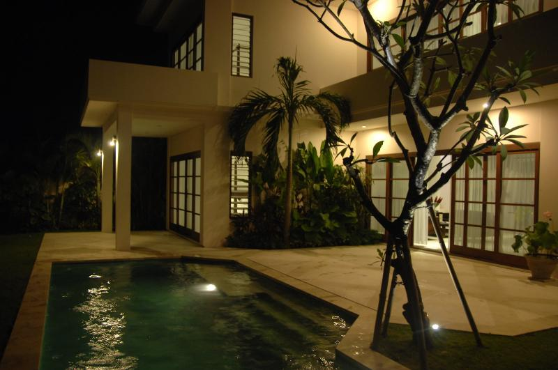 Night view of house and pool - Bali Sunset Villa - Luxury at affordable prices - Canggu - rentals