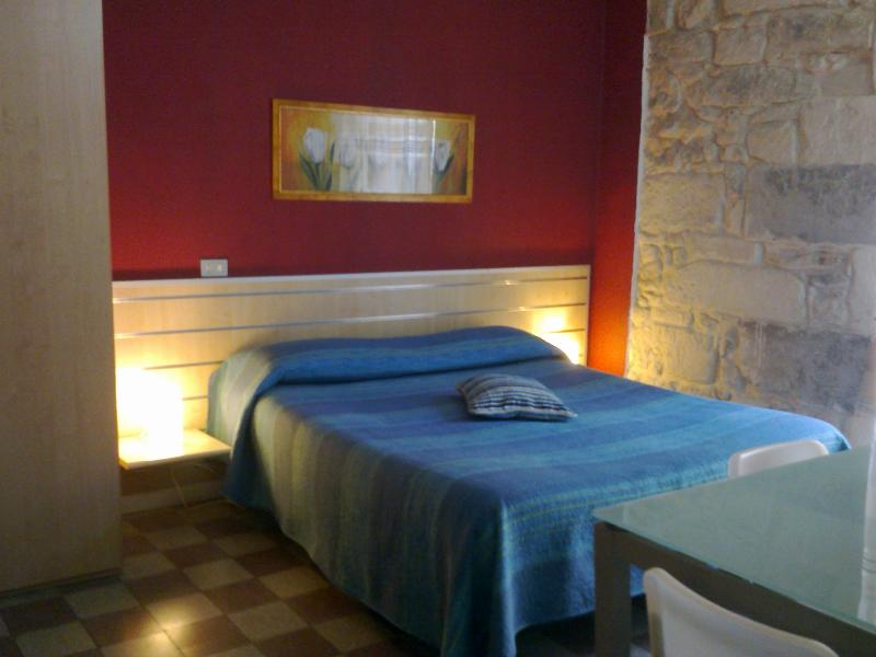 Elegant  rooms in the center of Ragusa - Image 1 - Ragusa - rentals