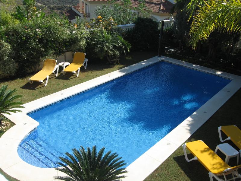 Swimming Pool & Sunbathing beds and solar Shower - Luxury Villa 4 Bedrooms 4 Bathroom Mountains ,sea - Malaga - rentals