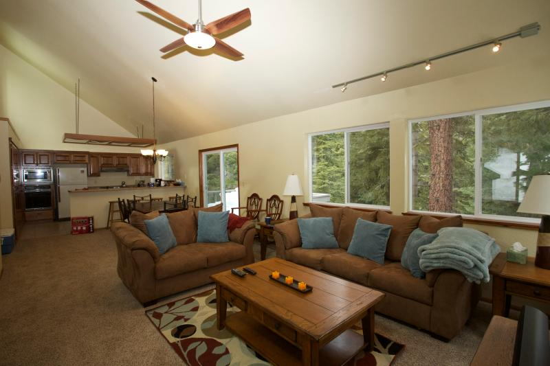 Main Living Area - Tahoe Donner Cabin In the Woods - Sleeps 8 - Truckee - rentals