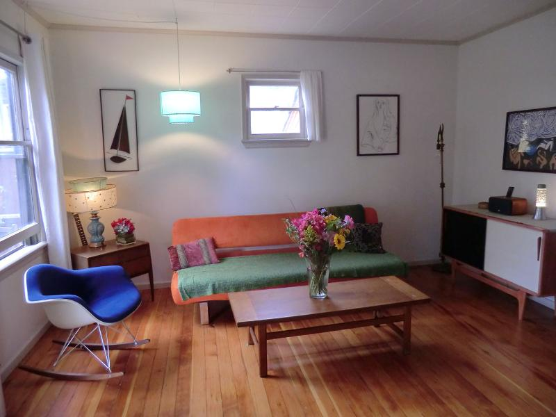 Living room - Romantic Cottage in Atwater Village/Silverlake - Los Angeles - rentals