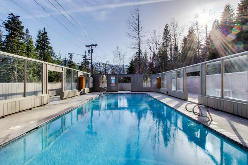 Historic lodge w/a shared pool, game room & decks, just steps from Ski Bowl! - Image 1 - United States - rentals