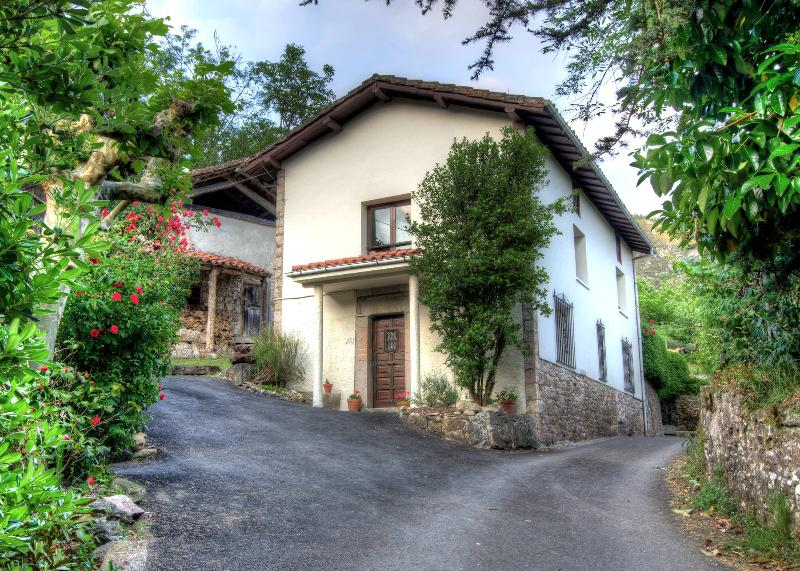 La Rondita - Traditional Asturian house in tranquil setting - Arriondas - rentals