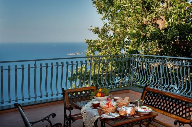 Type of balcony of the room - BB Villa La Quercia on hill of Positano, sea view - Positano - rentals