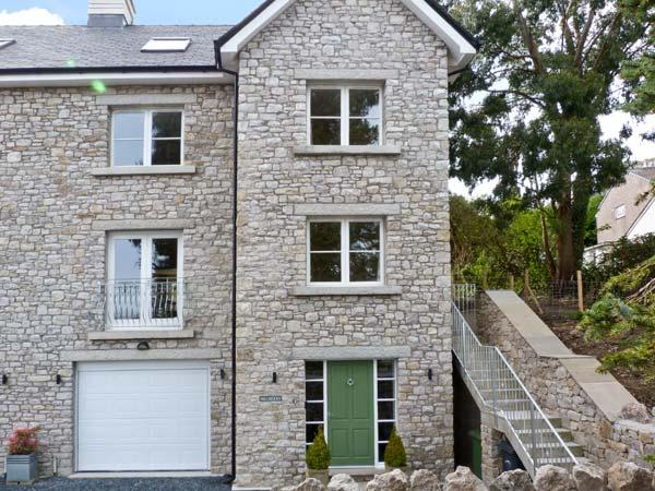 HILLBERRY, en-suite facilities, WiFi, spacious accommodation, in Grange-over-Sands, Ref. 22883 - Image 1 - Cumbria - rentals