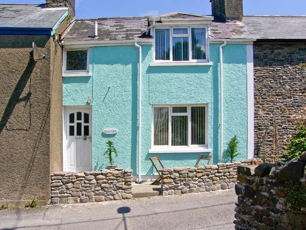 BANK VIEW, pet-friendly, coastal, lovely views, in Aberarth near Aberaeron, Ref 23117 - Image 1 - Ceredigion - rentals