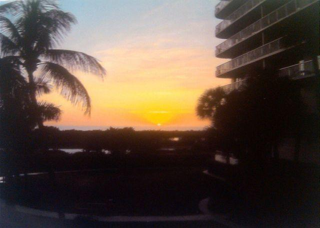 Sunset View - Ideally situated beachfront condo w/ heated pool & two separate balconies - Marco Island - rentals
