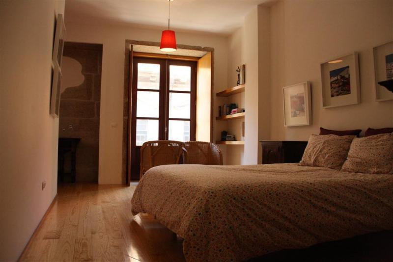 Bedroom (With Queen Size Bed) - Romantic Apartment in city center - Porto - rentals