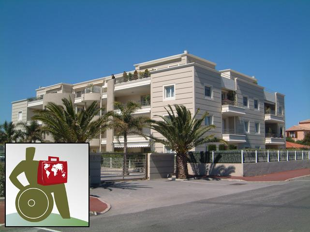 Front of apartment building, level access, electric gate with remote control. - WHEELCHAIR ACCESSIBLE Apartment in Canet Plage - Canet-Plage - rentals