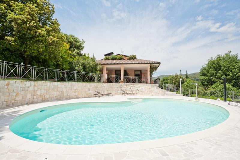 Swimming pool area - Apartment in villa with swimming pool in Perugia - Perugia - rentals