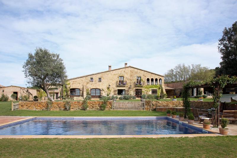 MAS ISERN, Exclusive medieval villa at Costa Brava - Image 1 - Peratallada - rentals