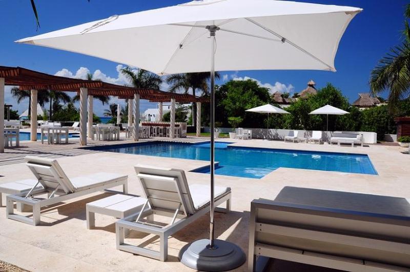 Condo 3 Bedrooms, Close To The Beach! - Image 1 - Playa del Carmen - rentals