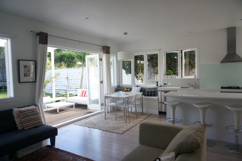 Brilliant Open Area - flows on to an outdoor area - Duders House - Devonport Village - Auckland - Devonport - rentals