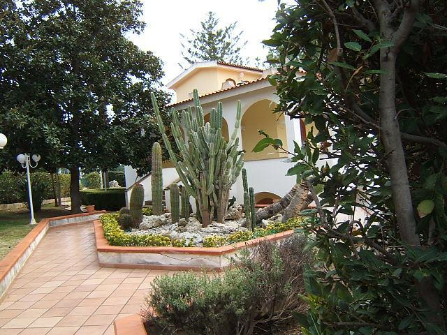 exterior - Apartments in Villa just 30m away from the sandy beach! - Syracuse - rentals