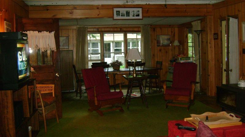 Open concept living room and dining room - Blodgett's Landing - Lake Sunapee Quaint Cottage - Newbury - rentals
