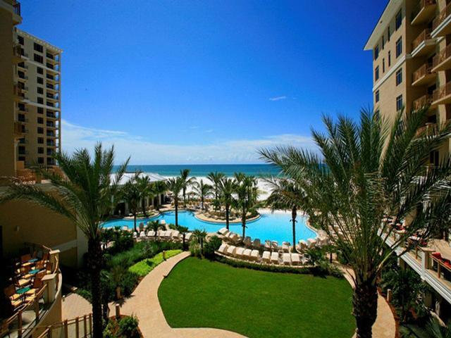 Increadible beachfront pool. - Sandpearl Resort 1Bdrm Bay/Coastal King Suite Four-Diamond Amenities  and - Clearwater Beach - rentals