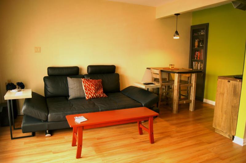 Living Area - Modern 1 BD Condo in DT Austin, TX! - Austin - rentals