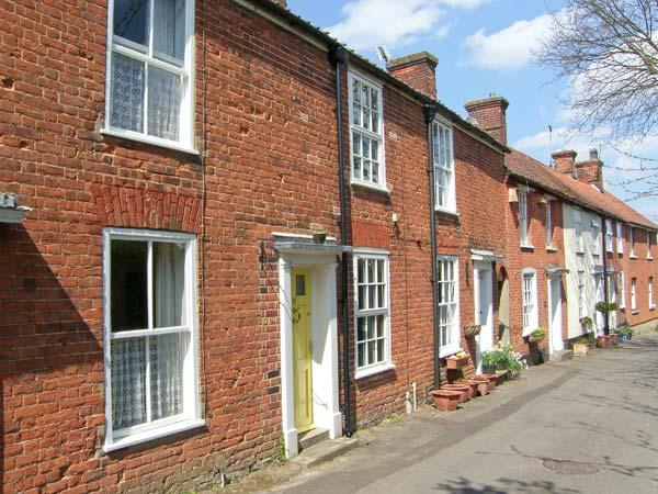 VALENTINE COTTAGE romantic retreat, town centre, woodburning stove in Aylsham Ref 20132 - Image 1 - Aylsham - rentals