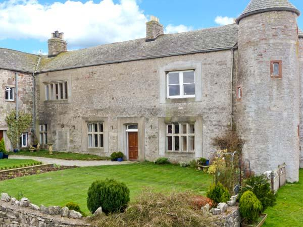 SMARDALE HALL, woodburner, fantastic location, character features, near Kirkby Stephen, Ref. 23932 - Image 1 - Kirkby Stephen - rentals