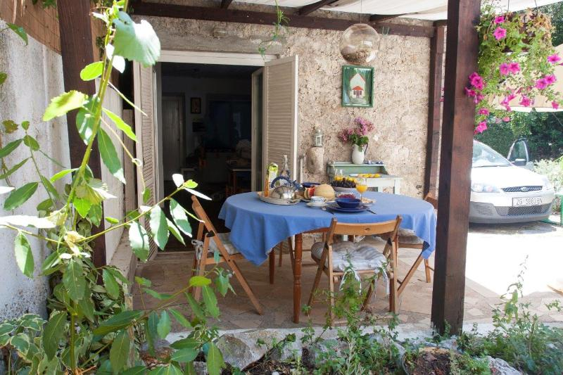 Terrace with the herb garden - Lovely Sunny Cottage, 90 km from Dubrovnik - Poluotok Peljesac - rentals