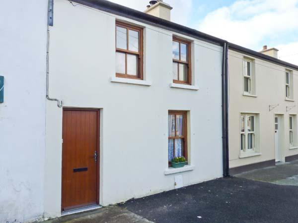 POPPY COTTAGE, pet-friendly coastal cottage, garden, ideal touring base, Ballyheigue Ref 24344 - Image 1 - Ballyheigue - rentals