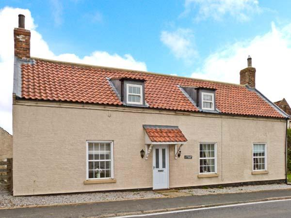 VILLAGE FARM, pet-friendly, character cottage, ideal for coast and countryside, Seaton, Hornsea Ref 24802 - Image 1 - Hornsea - rentals