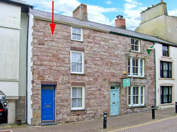 CASTLE STREET COTTAGE, games room, hot tub, pets welcome, in Caernarfon, Ref 24763 - Image 1 - Caernarfon - rentals
