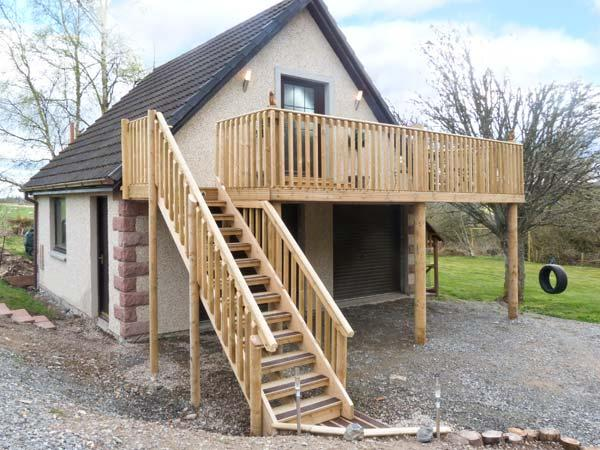 SQUIRREL LODGE, first floor apartment, off road parking, balcony, near Croy, Ref 5955 - Image 1 - Croy - rentals