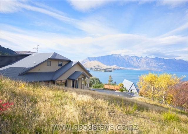 Modern home, panoramic location with views to match, close to downtown! - Image 1 - Queenstown - rentals