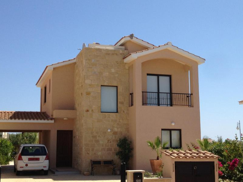 Front view of detached golf villa in Secret Valley - Villa Amelea - Exec Golfing Resort & Holiday Villa - Paphos - rentals