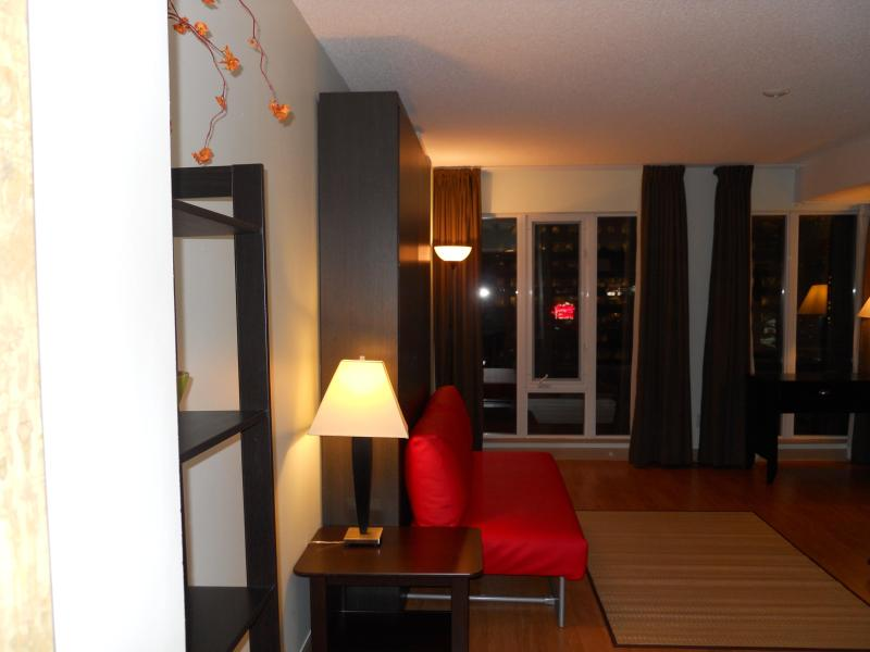 Relax on a comfortable sofa, look at TV or read a book and when tired, simply open the Murphy Bed - Trendy Studio in the Heart of Down-town Toronto - Toronto - rentals