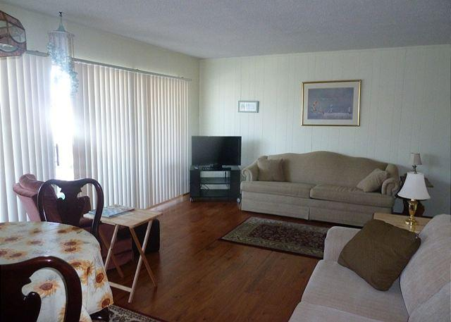 Dining to Living Room - Affordable 2 Bedroom Condo Just Minutes from the Beach and Destin Attractions - Destin - rentals