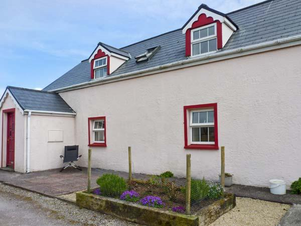 FUSCIA COTTAGE, solid fuel stove, en-suite facilities, open plan living area, near Waterville, Ref: 25205 - Image 1 - Waterville - rentals