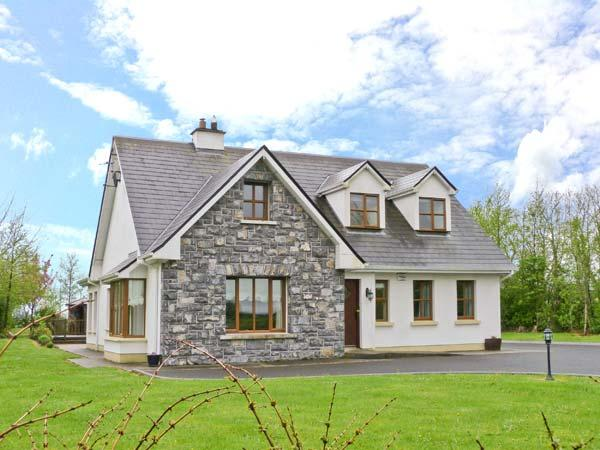 COIS CHLAIR, pets welcome, multi-fuel stove, en-suite facilities, near Ardrahan and Gort, Ref. 25884 - Image 1 - Gort - rentals