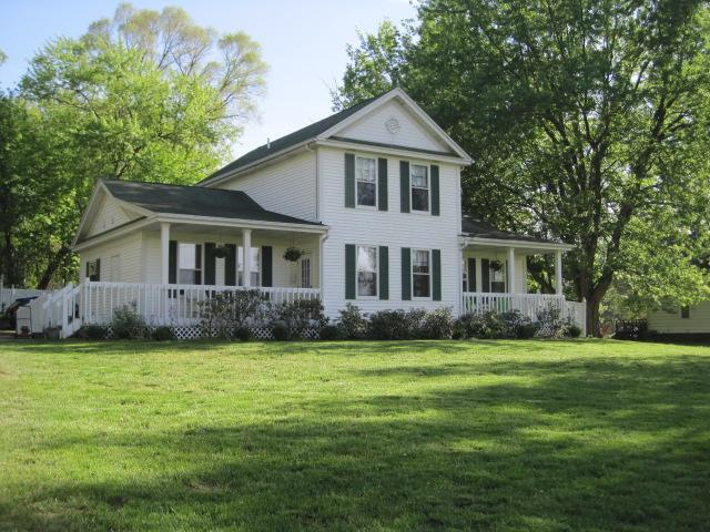 front of property - Vacation rental and B&B accommodations - Paw Paw - rentals
