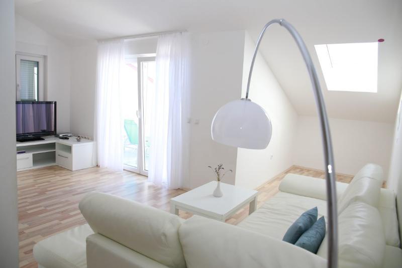 Livingroom with flat screen TV - Luxury Beachfront Apartment (8) sleeps 4+2 - Novalja - rentals